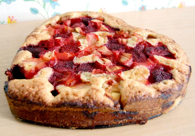 baka med frysta jordgubbar