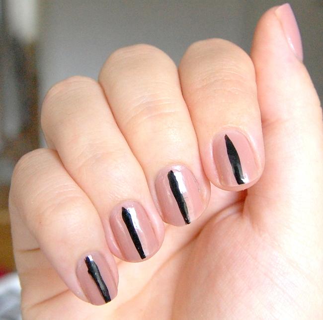 nail art sassy seams